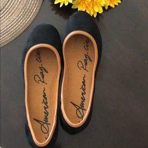 Like new black flat American Rag shoe 7 1/2